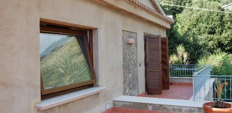 Bilico orizzontale e persiane in legno Sidel
