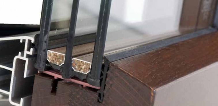 Sezione profilo legno-alluminio con triplo vetro